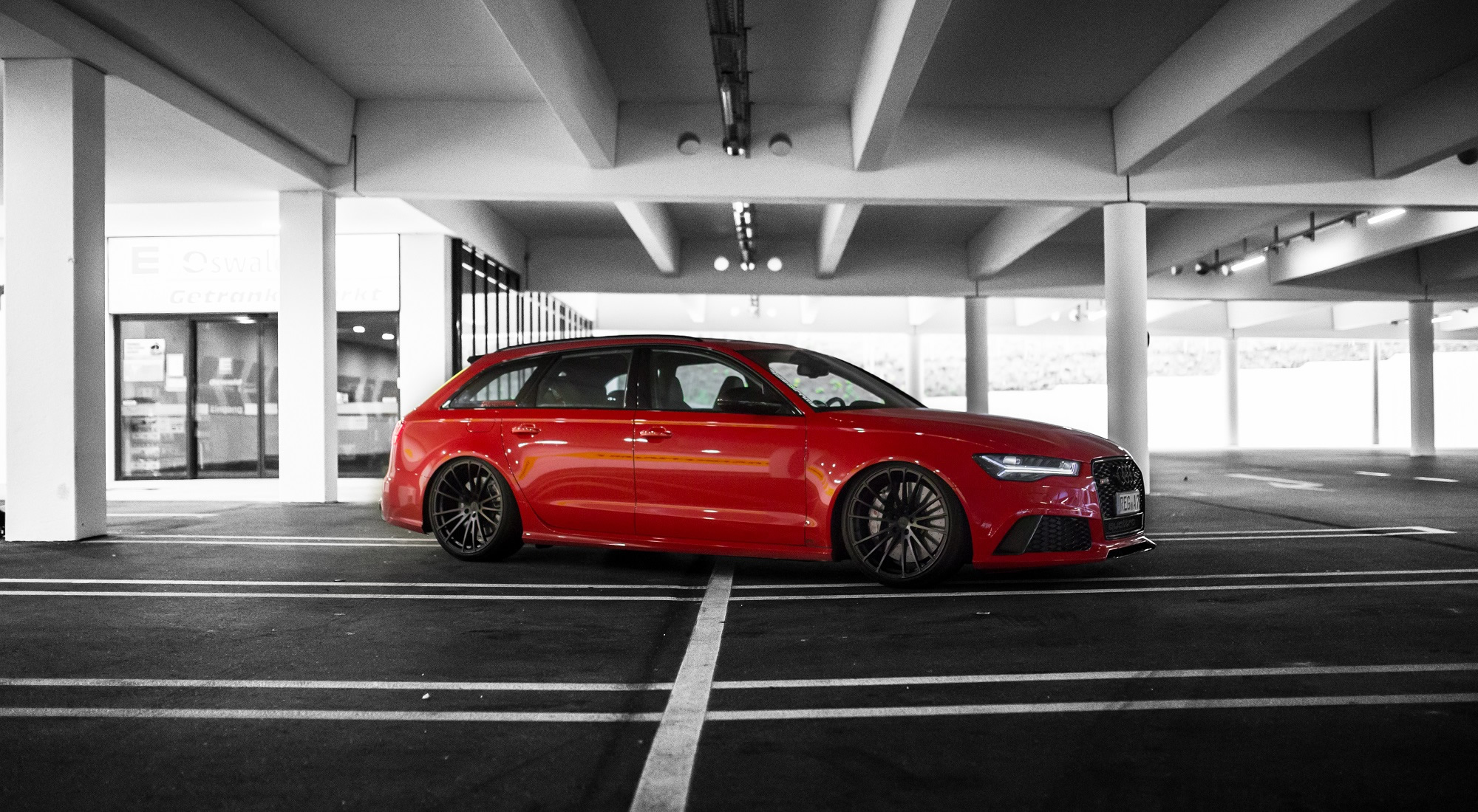 Red Audi Rs 6