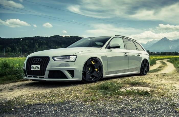 Grey Audi RS4