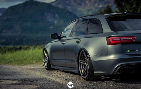 Grey Audi RS 6